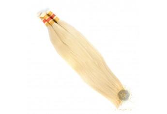 Włosy proste cięte blond
