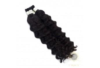 Włosy kręcone cięte czarne